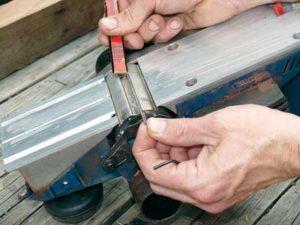 Как правильно отрегулировать заменить или заточить ножи на электрорубанке