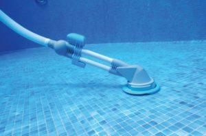 Водный пылесос для чистки бассейна: ручной и автоматический