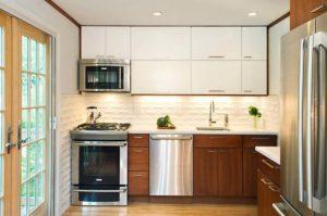 Практичность и функциональность: 9 возможных способов размещения микроволновой печи в кухне