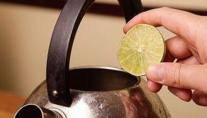 Как избавиться от запаха пластика в электрическом чайнике с помощью подручных средств