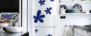 Зачем и чем декорируют холодильник - 28 фото примеров