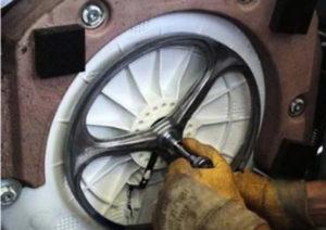 Как снять барабан на стиральной машине: как вытащить и разобрать?