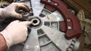 Инструкция по замене подшипника барабана в стиральной машине своими руками