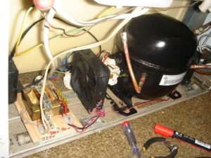Сильно греется компрессор холодильника: причины и ремонт