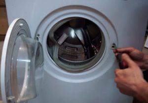 Не блокируется дверь в стиральной машине: внешние и внутренние причины устранение неисправности