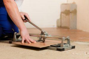 Как правильно резать кафельную плитку керамогранит механическим и электрическим плиткорезом