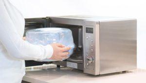 Как стерилизовать бутылочки в микроволновке?