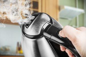 Как избавиться от запаха пластмассы в электрическом чайнике