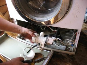 Сколько стоит замена насоса в стиральной машине: цены от 900 руб