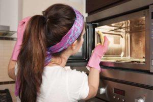 Как убрать запах из микроволновки