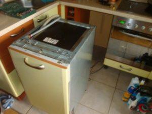 Как встроить посудомоечную машину в готовую кухню?