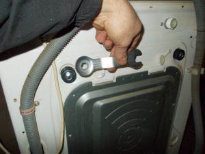 Транспортировочные болты на стиральной машине: как снять, где находятся и как выглядят