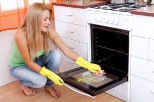 Чем и как почистить кухонную плиту или духовку. Методы и способы