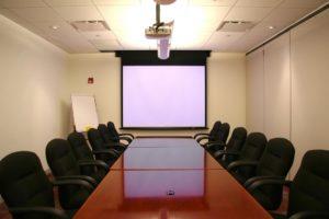 Как выбрать проектор для офиса школы и проведения презентаций