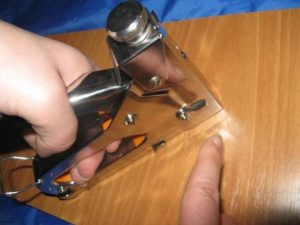 Выбираем мебельный степлер для дома. Обзор популярных моделей