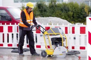 Какой нарезчик швов купить для бетона и асфальта: бензиновый дизельный или электрический