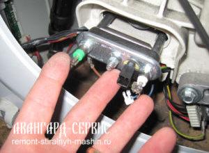 Как снять и поменять тен в стиральной машине индезит?