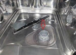Что делать если в посудомоечной машине остается вода на дне и не уходит?