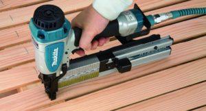 Какой строительный степлер лучше выбрать: механический электрический или пневматический